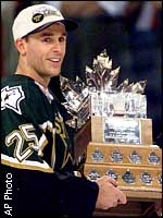 nieuwendyk hoisted the conn smythe trophy for playoff MVP along with the stanley cup in 1999